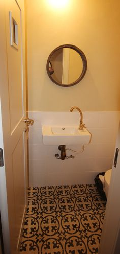 how to use a manual toilet auger